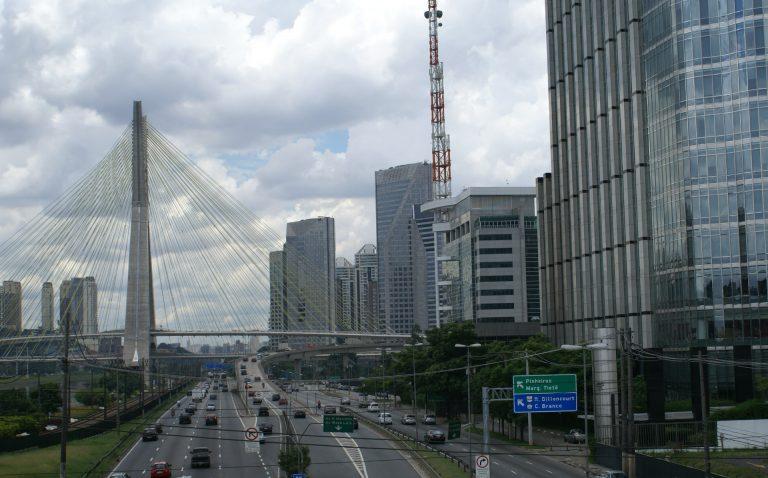 Marginal Pinheiros, uma das principais vias de acesso brasileira