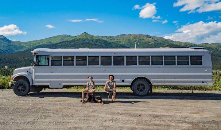 casal-viaja-mundo-onibus-loft-inspiracao
